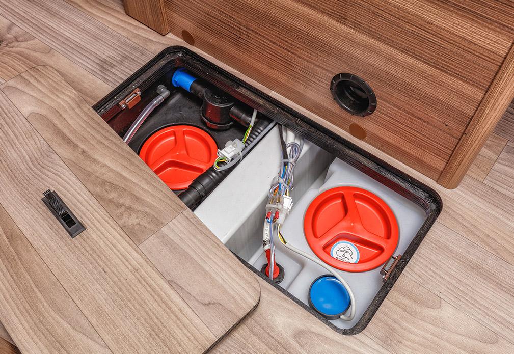 Die Reinigung des Frisch‐ und Abwassertanks ist auch vom Fahrzeuginneren möglich.