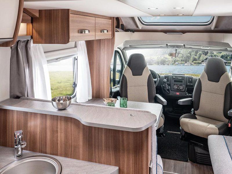 Wohnmobile für 4 Erwachsene: Die 6 besten Grundrisse für Freunde & Familien