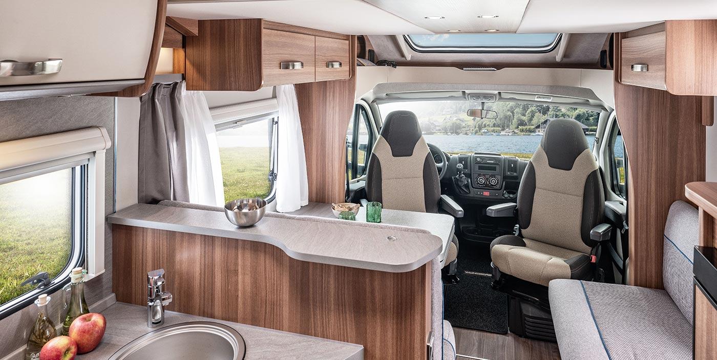 Wohnmobile für 8 Erwachsene: Die 8 besten Grundrisse für Freunde